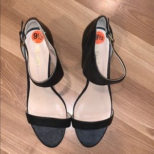 Nine West ankle strap black leather size 9.5 EUC